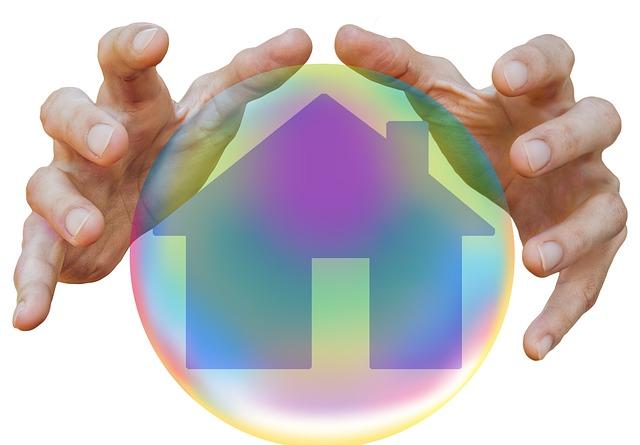 ruce, dům v bublině