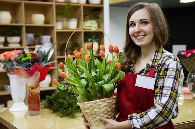 košíček s květinami