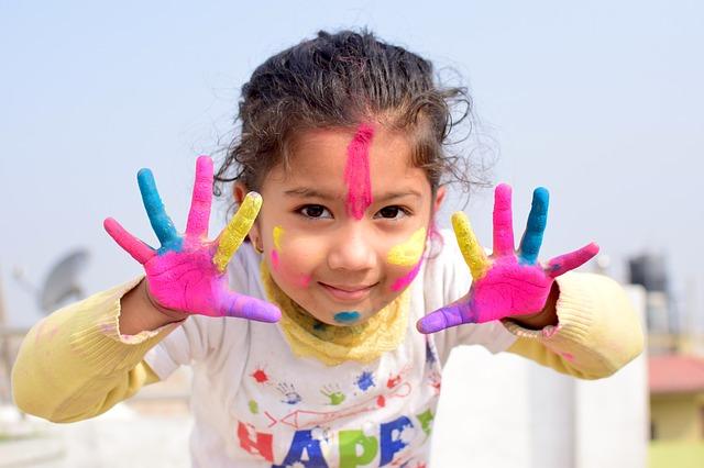 dívka od barev.jpg