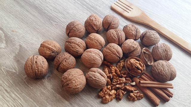 ořechy se skořicí